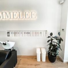 SALON JAIMMELEE / 3.5m backlit signage